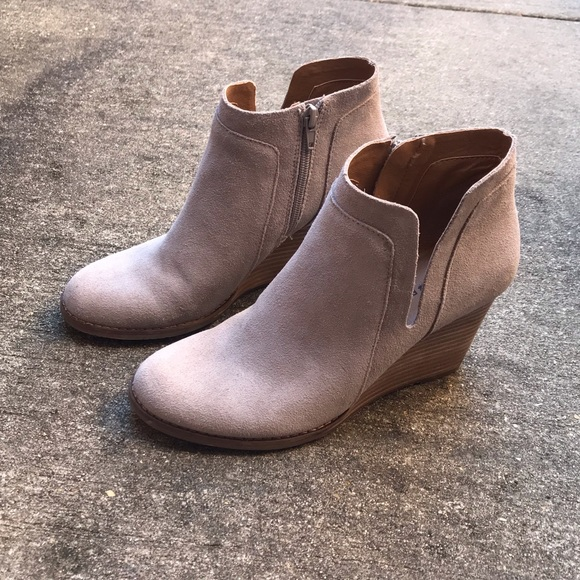8cf02907700 Lucky Brand Yabba Wedge Bootie. Lucky Brand. M 5c4de9d8d6dc52f2c2502963.  M 5c50a3dcfe5151508933b5b9. M 5c50a3def63eeaf2480d45d5.  M 5c50a3e034a4efaa2f24ed31